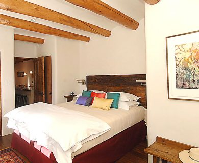 Luxurious Kind Bed In Short Term Rental In Santa Fe