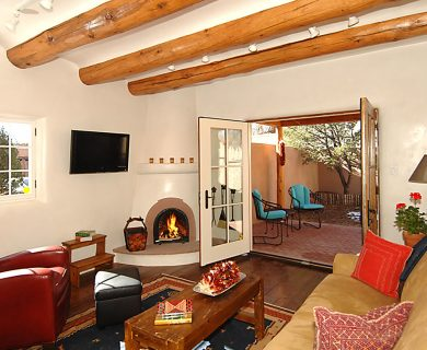Luxurious Short Term Rental With Fireplace