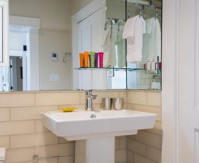 Santa Fe Vacation Rental Guest Bathroom