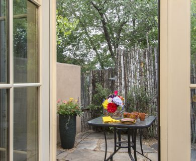 Outdoor Dining Area Santa Fe Vacation Rental