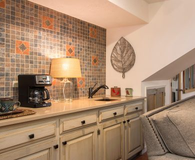 Santa Fe Vacation Rental with Coffee Maker and Mugs